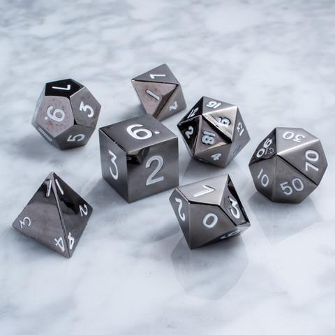 Набор серых разногранных металлических кубиков