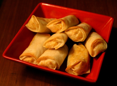 https://static-eu.insales.ru/images/products/1/6318/9689262/0956551001329656496_spring_rolls.jpg