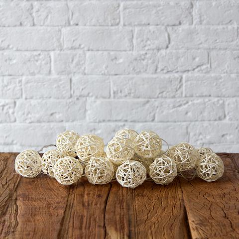 Гирлянда ротанговые шарики белые