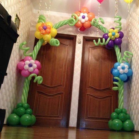 Арка из шаров с цветами