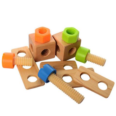 Деревянный верстак с тисками и набором инструментов 8