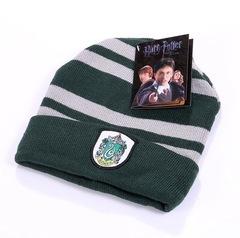 Вязаная шапка Гарри Поттер с эмблемой Гриффиндора зеленая