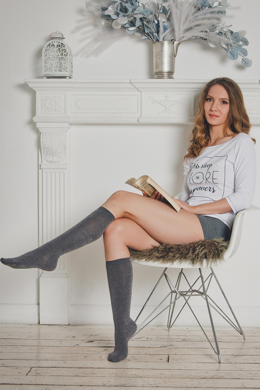Женский комплект для дома или сна - белый лонгслив и серые шорты (Женские пижамы)