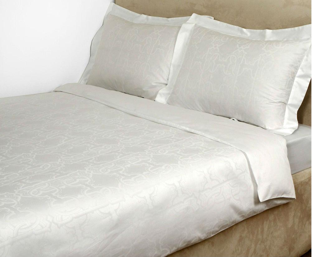 Постельное Постельное белье семейное Roberto Cavalli Logo белое komplekt-elitnogo-postelnogo-belya-logo-roberto-cavalli-italy.jpg