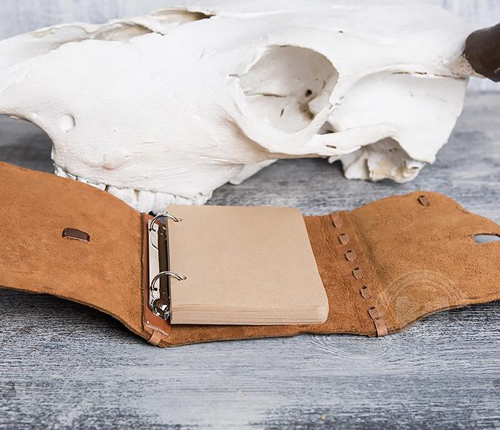 BY01-04-04 Блокнот «Возвращайся с добычей» в кожаной обложке с застежкой - клыком (А6) фото 09