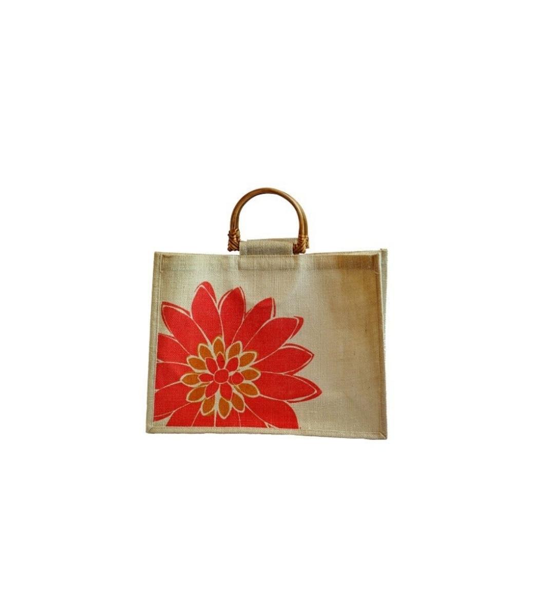 Пляжная сумочка с ручкой из ротанга