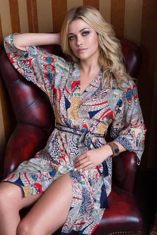 Пестрый свободный женский итальянский халат Mia-Mia на запахе из вискозы с этническим принтом средней длины