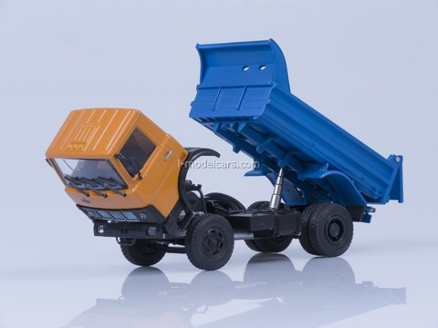 MAZ-5551 tipper early cabin 1988 orange-blue AutoHistory 1:43