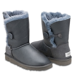 /collection/kids-bailey-button/product/ugg-kids-bailey-button-metallic-grey