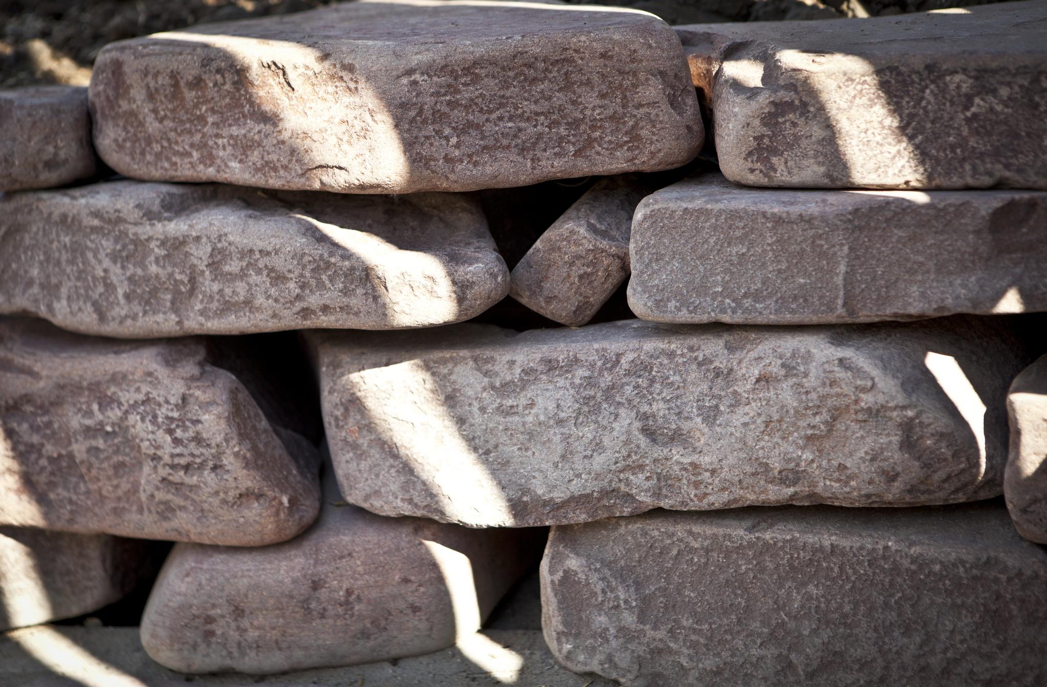 Бутовый камень цокольный Терракот (красный) кладка из камня