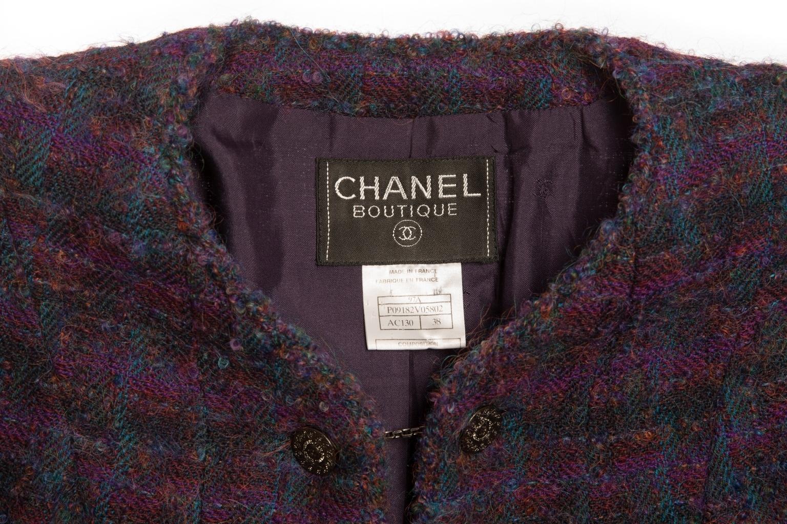 Стильный удлиненный жакет из твида от Chanel, 38 размер.