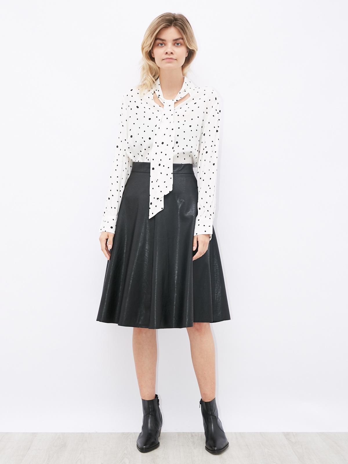 Блуза в горошек с завязкой на шее