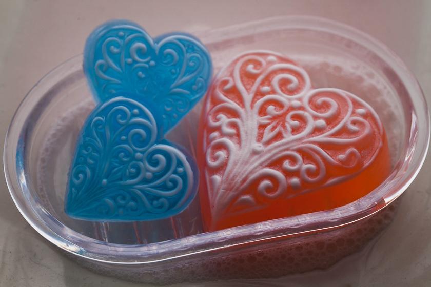 Мыло своими руками. Форма Сердце с орнаментом