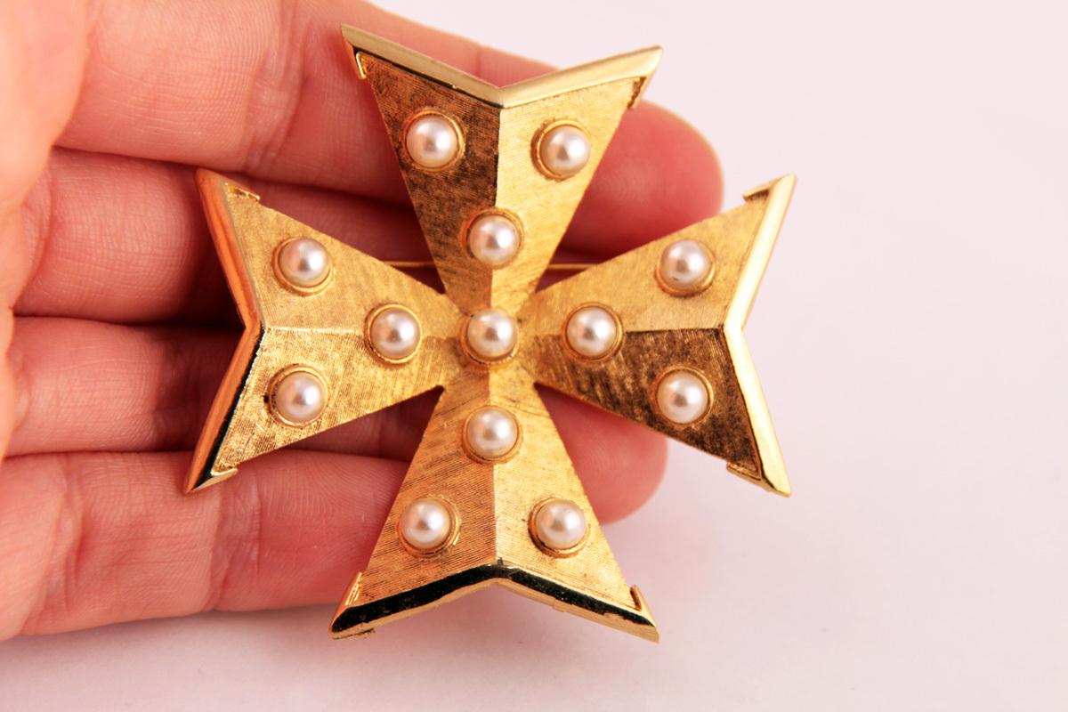 Стильный мальтийский крест с жемчугом от Kramer