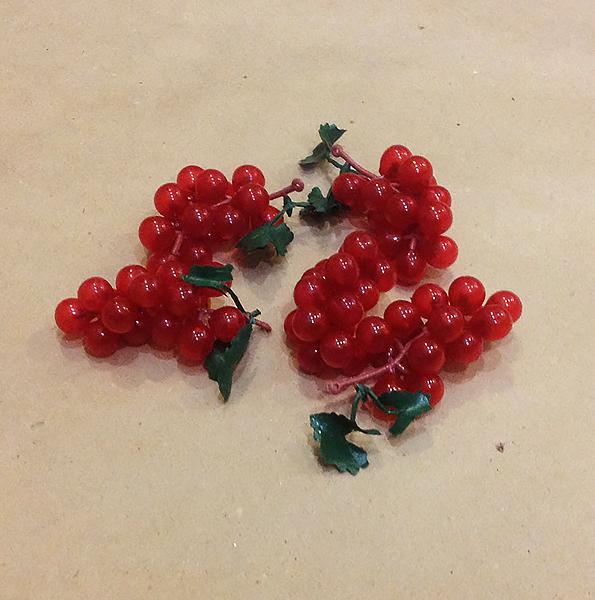 Ветка винограда 7-9 см, 16 ягод.