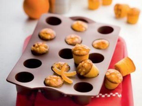 Силиконовая форма для мини-кексов в коричневом цвете