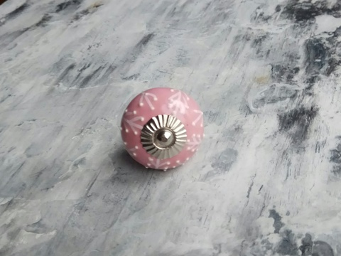 Ручка мебельная керамическая  - розовая с белым объемным узором, арт. 00001015