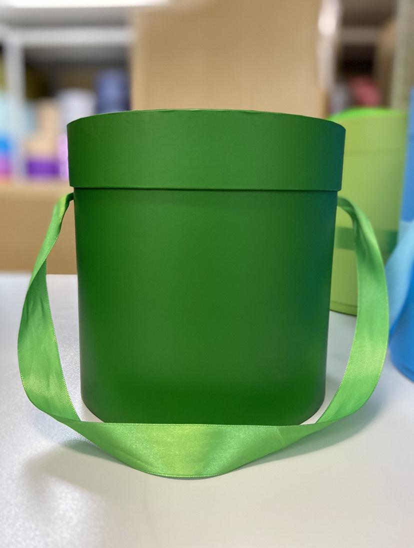 Шляпная коробка эконом вариант 16 см . Цвет Лесной зеленый . Розница 300 рублей .