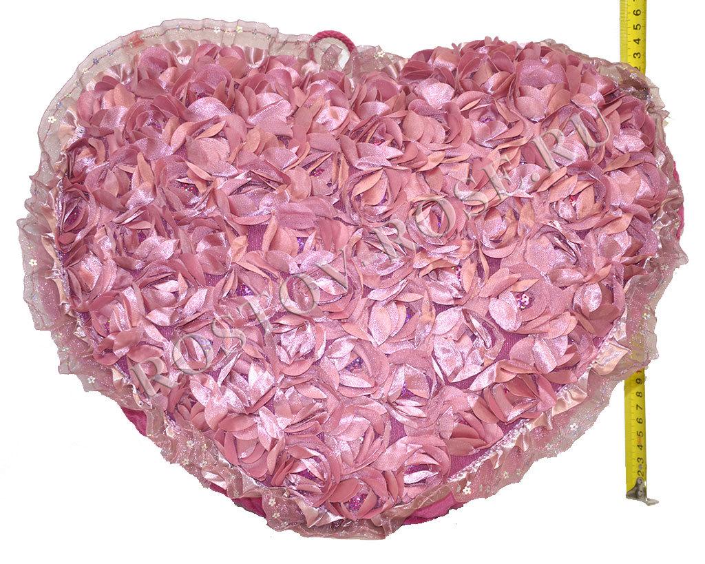 Атласная подушка в виде сердца