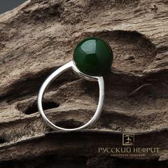 """Кольцо с зелёным нефритом с эффектом """"кошачий глаз"""". Perlus."""