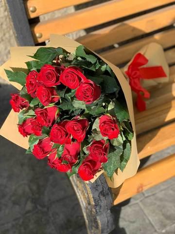 Классический букет из 25 красных роз