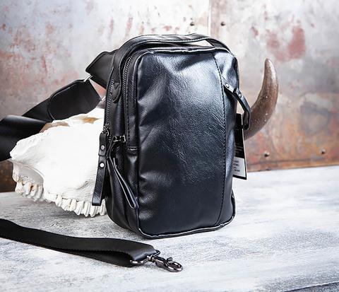Мужской рюкзак черного цвета с одной лямкой