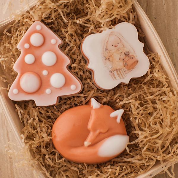 Пластиковая форма для мыла Елка с шарами. Пример работы