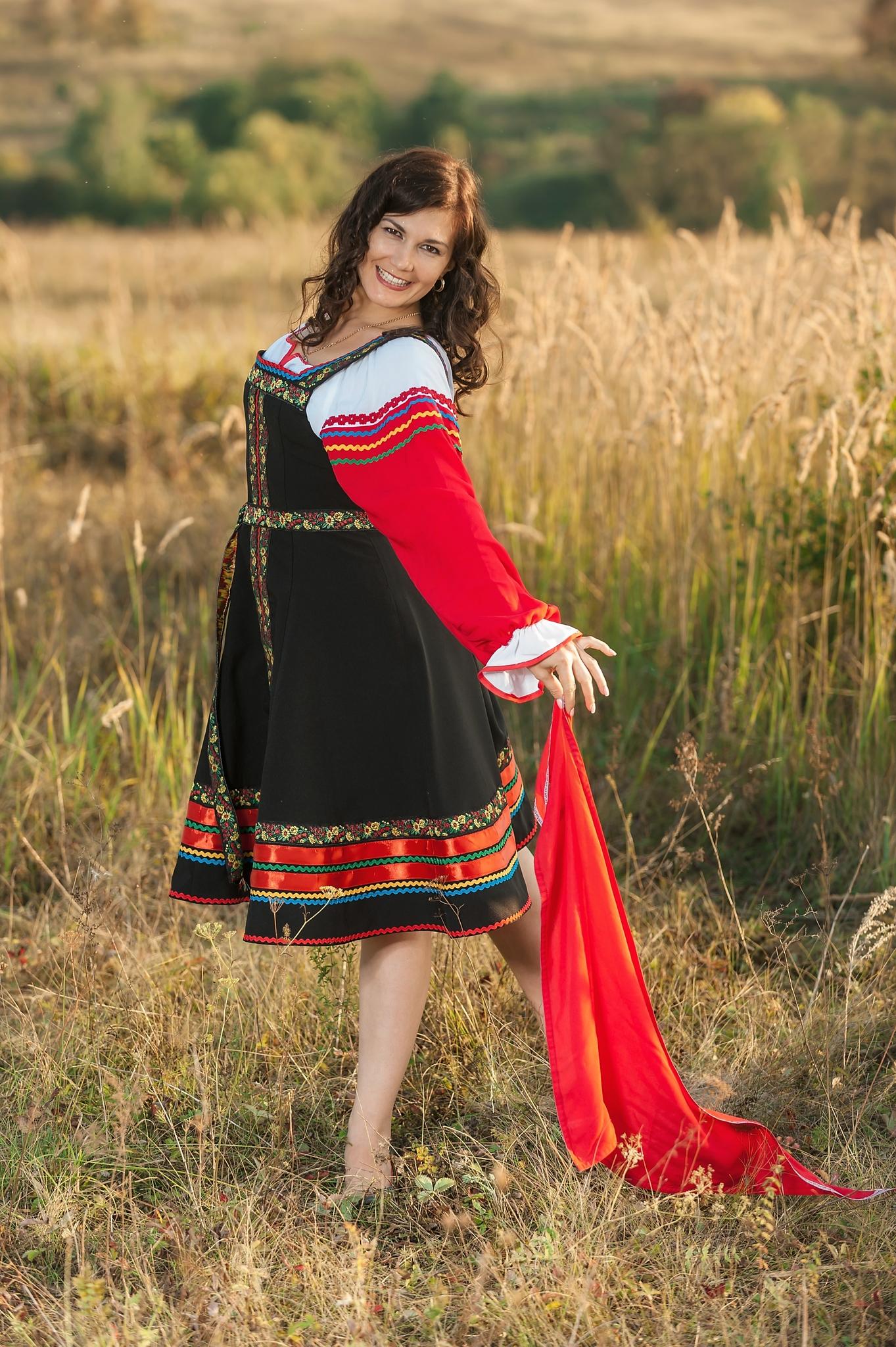 Русский народный костюм Черная смородина в поле