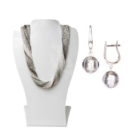 Комплект украшений серебристо-белый (серьги-бусины, ожерелье из бисера 36 нитей)