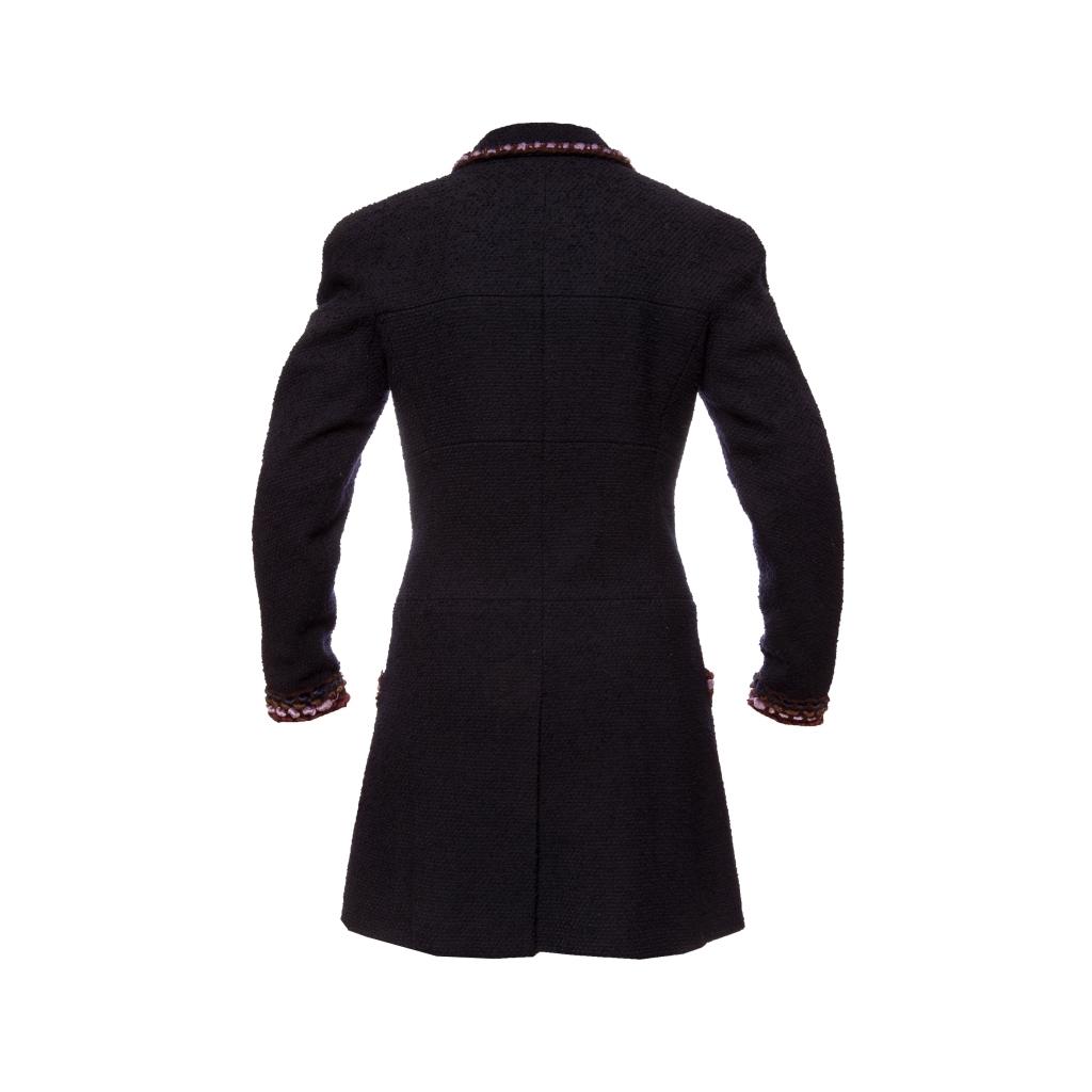 Роскошное пальто из твида темно-синего цвета с отделкой из бархата от Chanel, 40 размер.