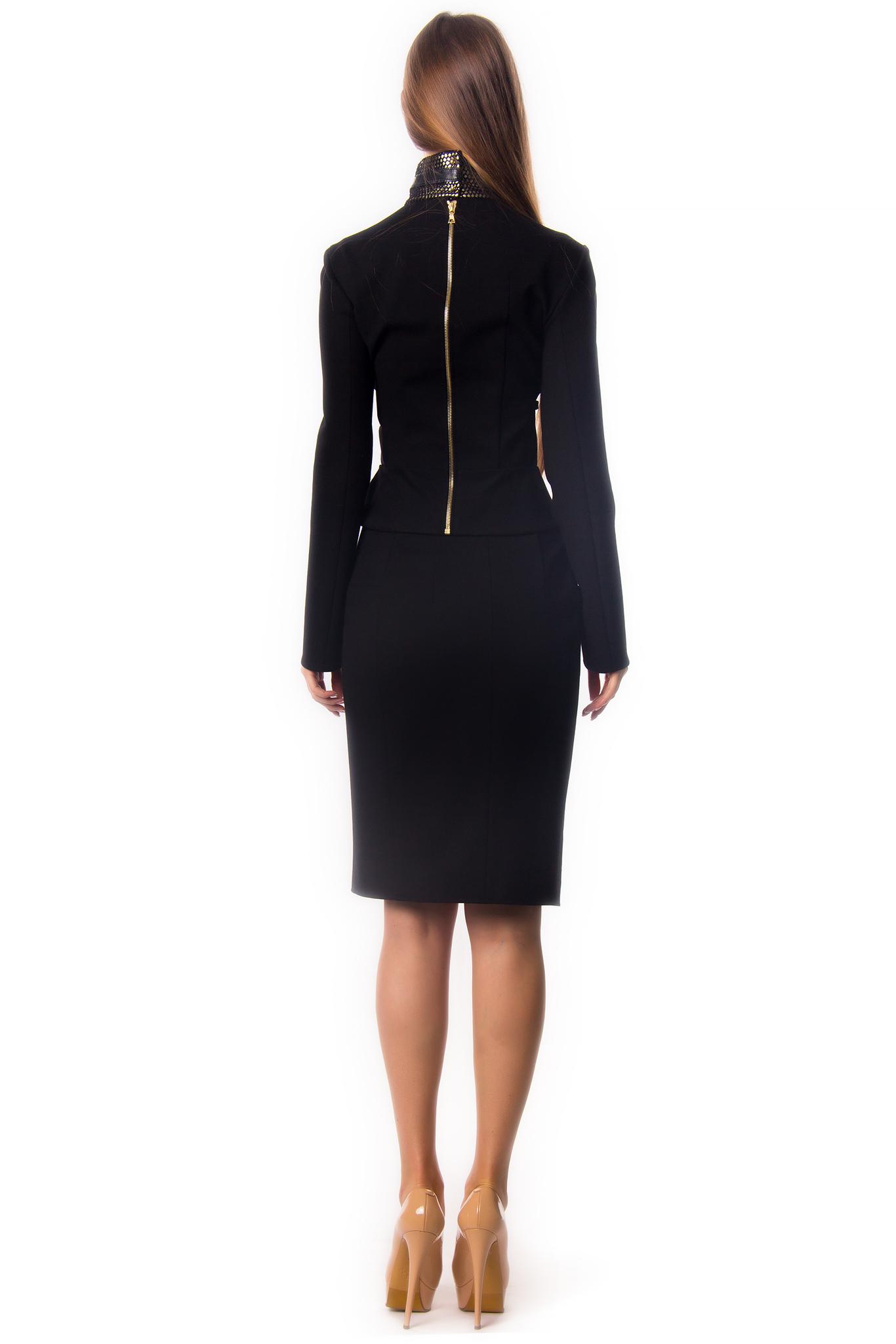Черный костюм БРА с жакетом, драпированным кожаными ремнями, и юбкой-мини