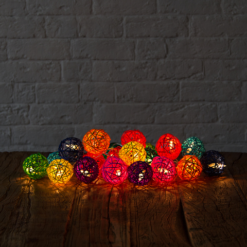 Гирлянда ротанговые шарики мультиколор