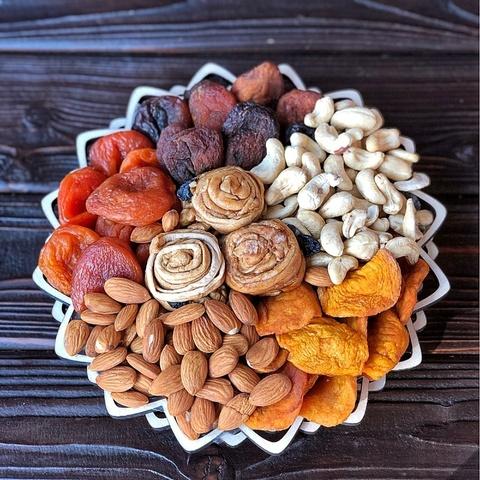 Фотография Подарочная корзина орехов и сухофруктов, 850 гр, №17 купить в магазине Афлора