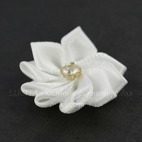 Цветочек белый со стразом 30 мм