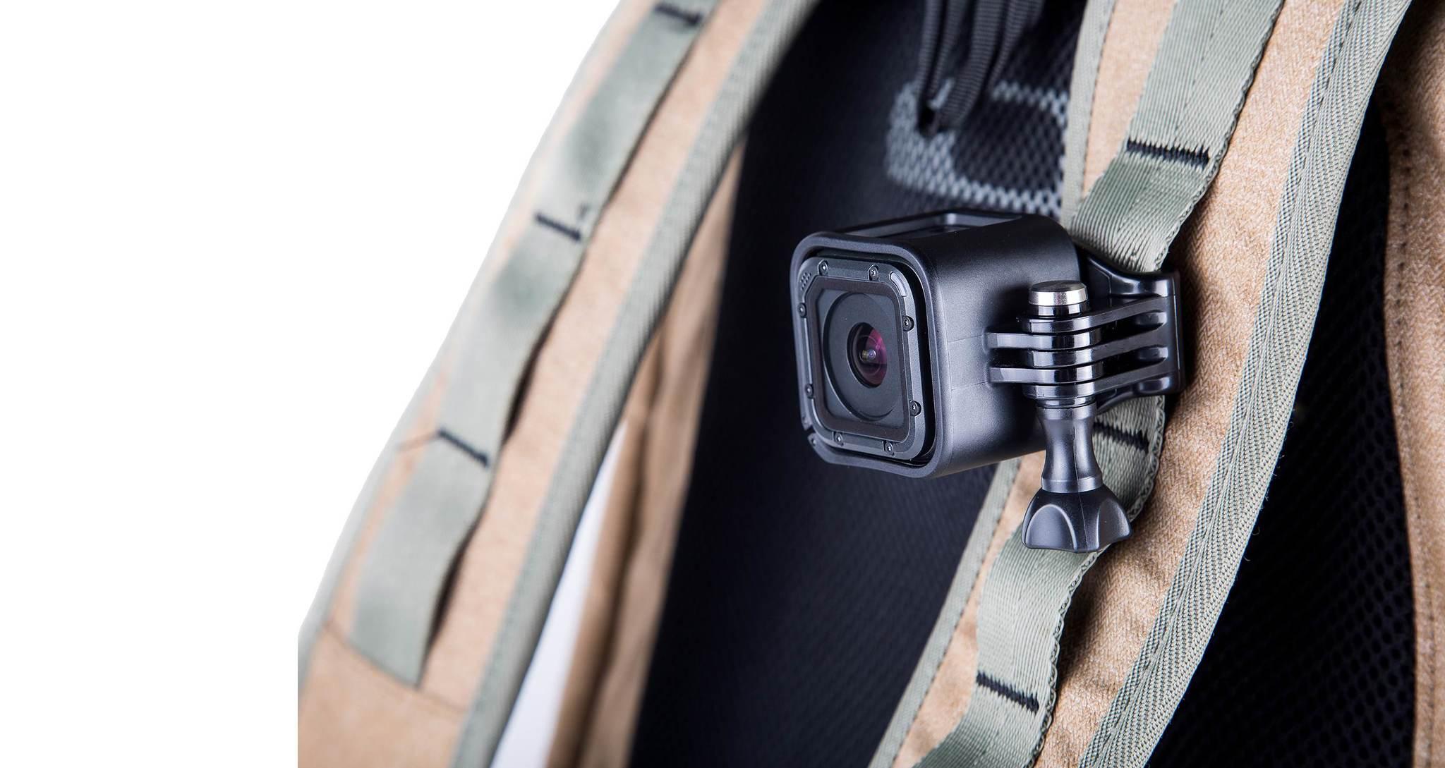 Крепление на голову + крепление-клипса на одежду Headstrap + QuickClip на рюкзаке