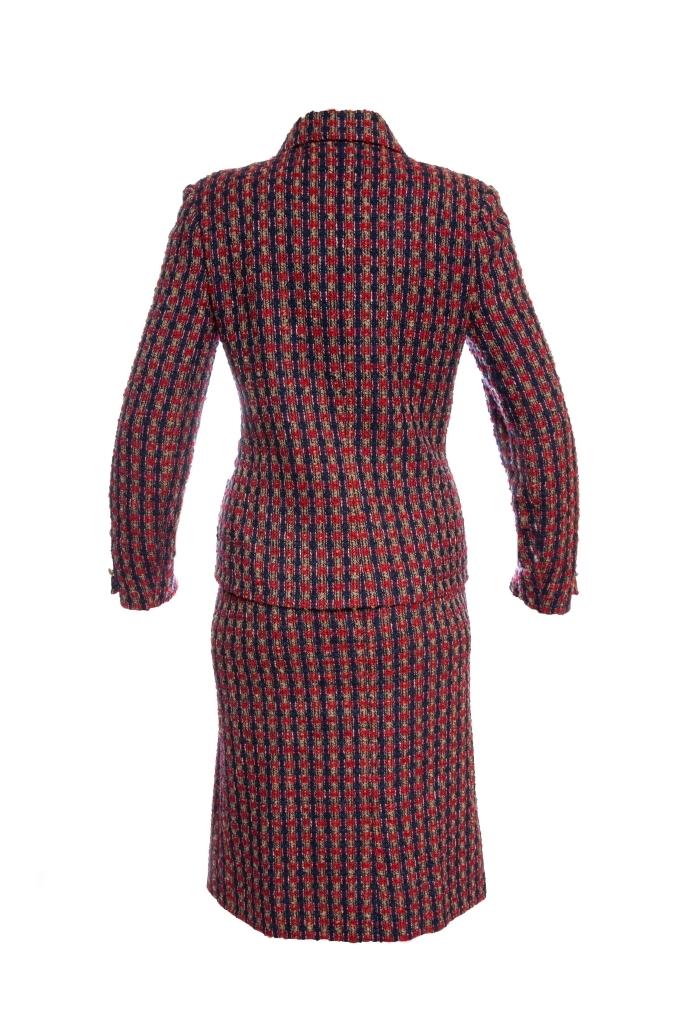 Элегантный твидовый костюм от Chanel, 36 размер.