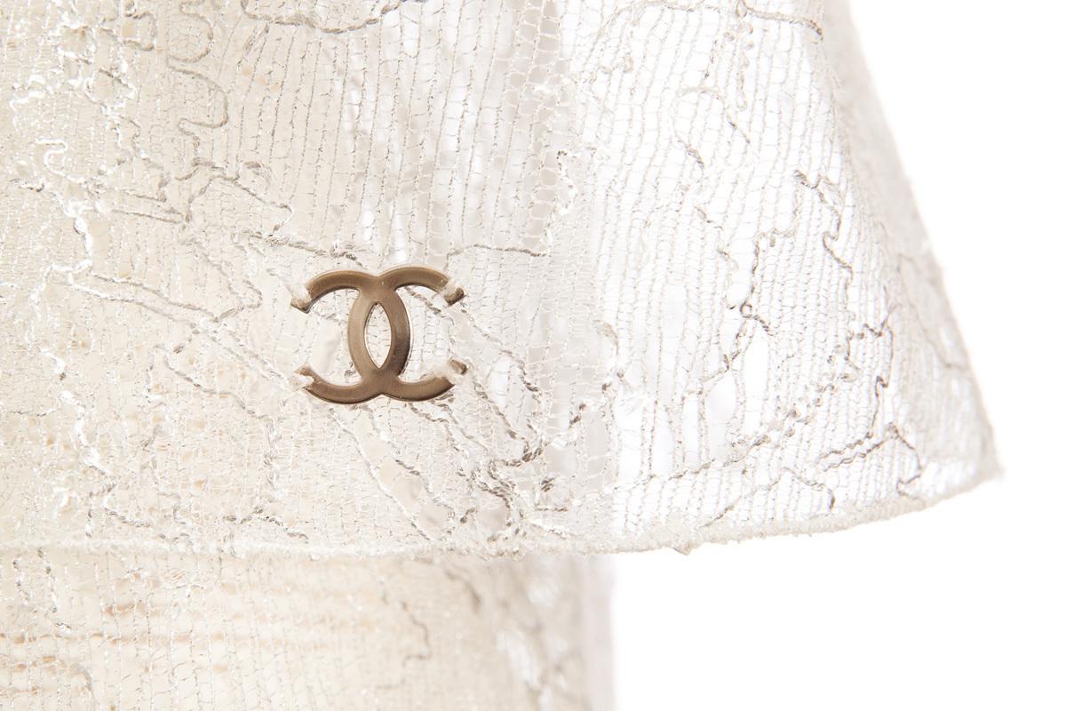 Изысканное платье из кружева и буклированной ткани молочного цвета от Chanel, 36 размер
