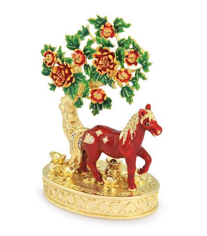 Лошадь в персиковом саду