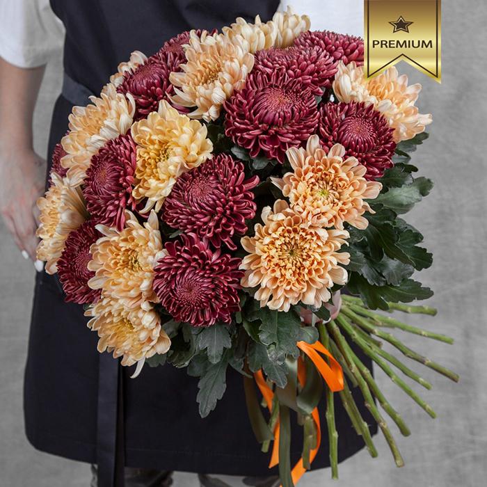 Купить шикарный вип букет 35 благородных осенних хризантем в Перми