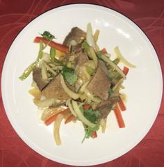 216Салат говядина с овощами