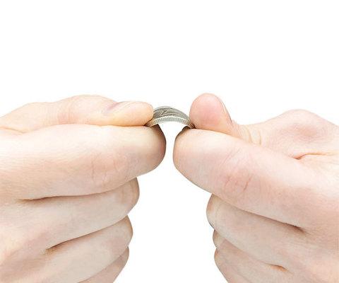 Фокус Сгибаем монету в руках