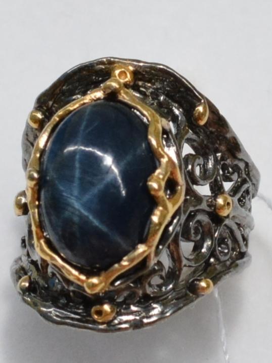Звездчатый корунд (серебряное кольцо с позолотой)