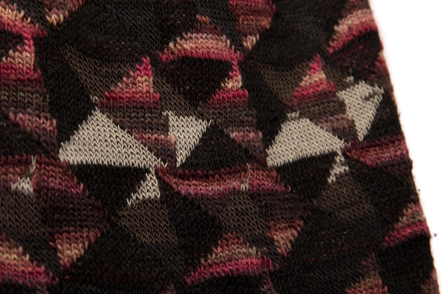 Красивая юбка из трикотажа с геометрическим рисунком от Chanel, 36 размер.