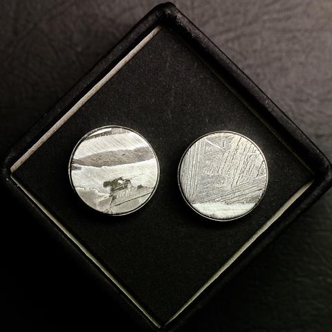 Запонки из серебра 925 пробы с вставкой из метеорита Сеймчан.