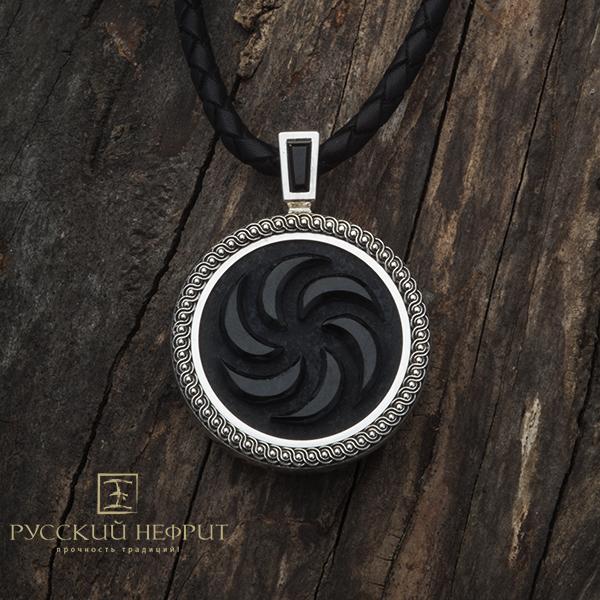 Кулон из чёрного нефрита в серебре.