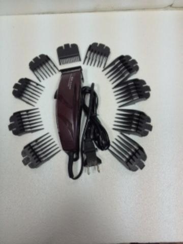 Набор парикмахера для профессиональной стрижки волос.