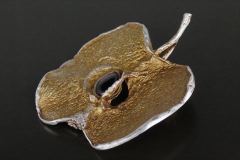 Брошь с гранатом из серебра 925 Сухофрукты