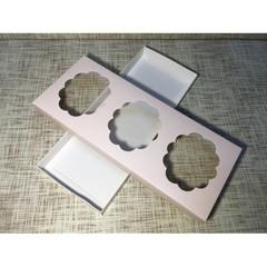 Коробка 30х12.5х2.5 см, картон, с 3-мя окошками,