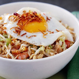 https://static-eu.insales.ru/images/products/1/6636/85785068/compact_nasi_goreng.jpg