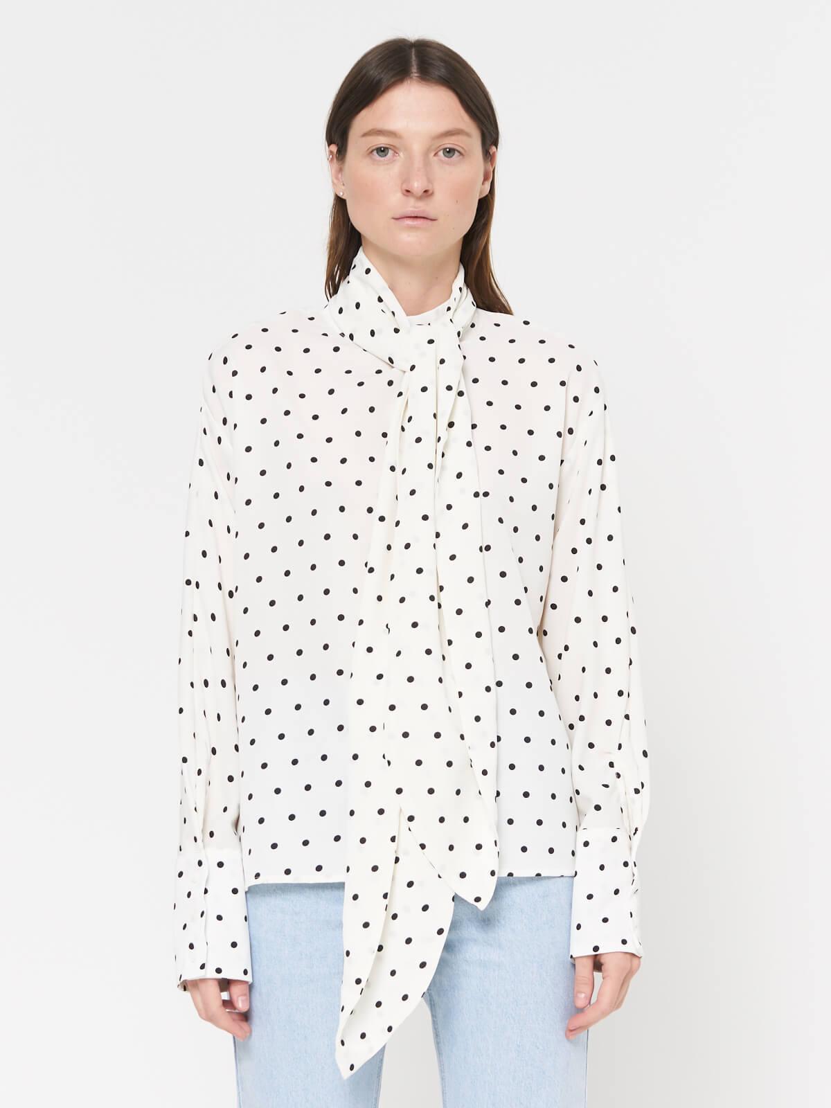 Блуза в горох с шарфом